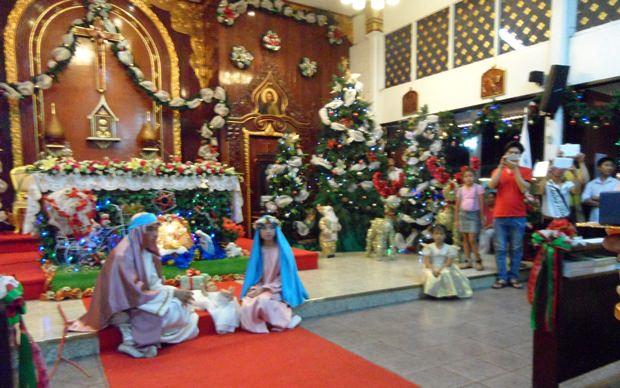 Jesus Christus wird im Stall geboren.