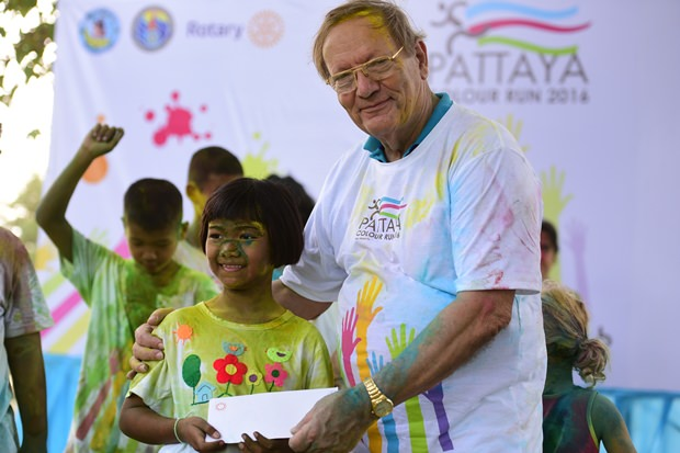 Das kleine Mädchen war die BEste beim Tanz und erhielt dafür ebenfalls einen Preis.