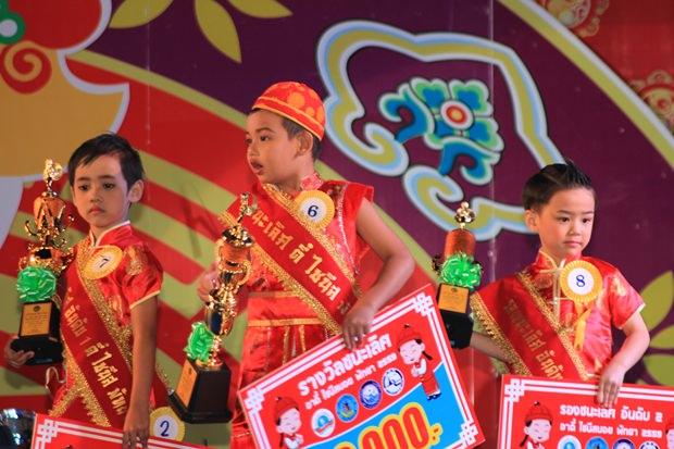 Und auch die Jungens kamen zum Zuge. Hier der Sieger der Mr. Chinese Pattaya 2016 Wahl Patchpumi Aphichart (Mitte), Sinmahas Ewsoo und Phipathpong Khetwattha.