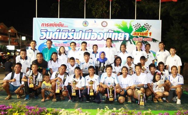 Gruppenfoto von allen Teilnehmern.