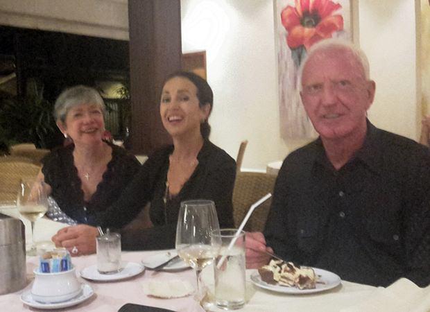 Gute Stimmung herrscht bei (von links) Ivy Schlageter-Lam, Anselma und Gerrit Niehaus.