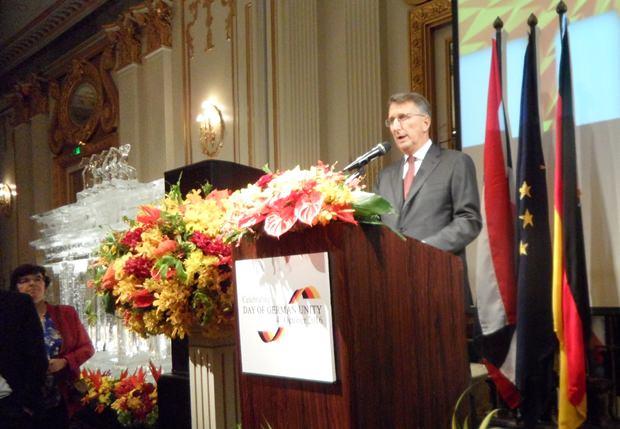 Botschafter Peter Prügel bei seiner Festansprache.