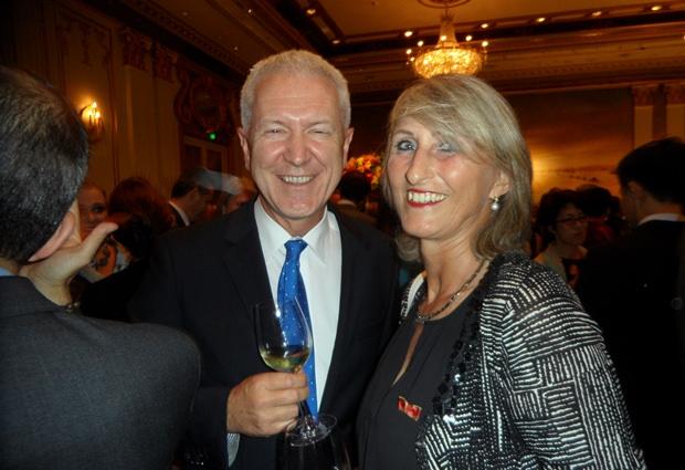 Der Schweizer Botschafter Ivo Sieber im Gespräch mit Esther Kaufmann aus Pattaya.