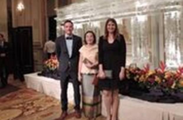 Das Human Help Network Thailand ist durch Direktorin Radchada Chomjinda (Mitte), sowie Christian (links) und Hannha vertreten.