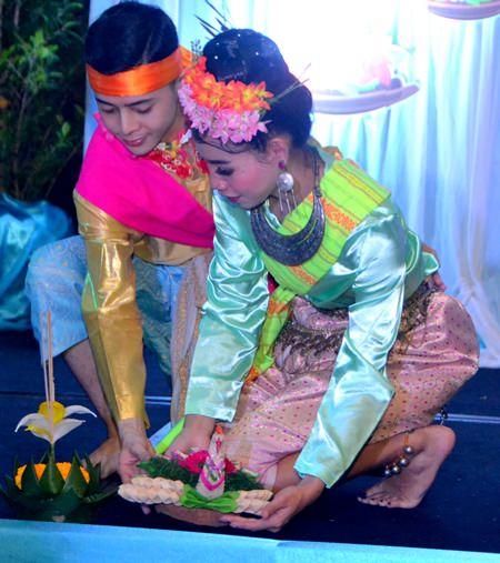 Das Centara Grand Mirage Beach Resort veranstaltete eine private Loy Krathong Feier.