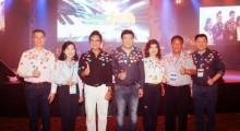 (Von links) Charamporn Jotikasthira, Präsident von of Thai Airways International Public Co. Ltd., Supatra Chirathivat, Vizepräsident für Soziales der Central Plaza Hotel Public Co. Ltd.,  Pakorn Malakul Na Ayudhya, Association Präsident von CMA 4, Wuttipong Kittitanesuan, geschäftsführender Direktor von Witchakorn Co. Ltd., Kesara Manchusree, Präsident der Börse Thailand, Kittiratt Na-Ranong, Teilnehmer der CMA 8 und Pichai Chirathivat, Präsident der Central Marketing Group Co. Ltd.