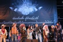 Siam Motorbikes und Burapa Motorcycle Club Prasan Nakiji, und Repräsentanten verschiedener Motorradclubs bei der Eröffnung.