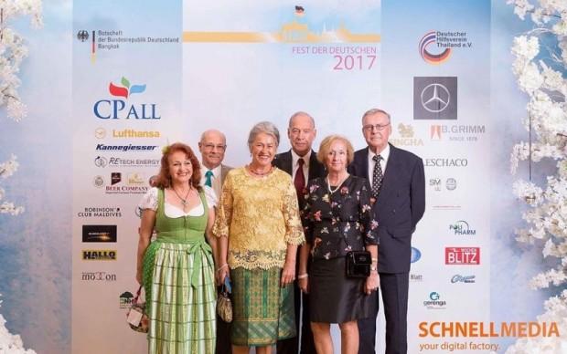 Aus Pattaya angereist sind (von links) Elfi Seitz, Tony Portman, Eva und General Heinrich Schmidinger, Monika und Eberhard Podleska.