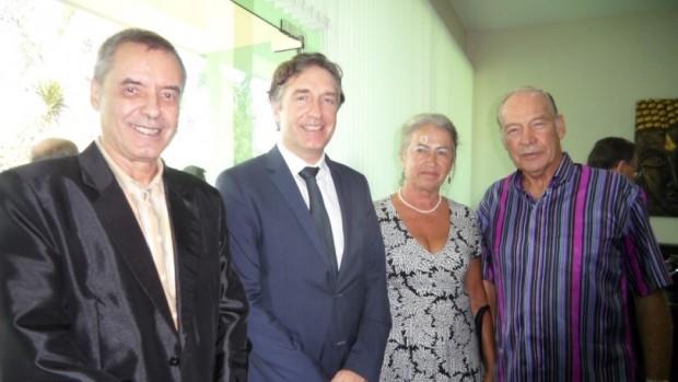 Vier Österreicher auf einem Bild: (von links) Dietmar Würger, Botschafter Enno Drofenik, Eva Schmidinger und General a.d. Heinrich Schmidinger.