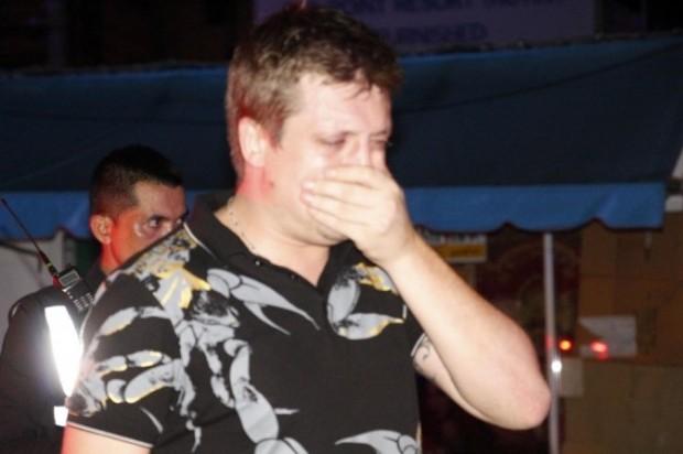 Weinend bricht der Todesfahrer Nikolay Latvigas zusammem.