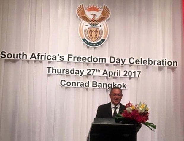 Der Botschafter bei seiner Rede zum Nationalfeiertag Südafrikas.
