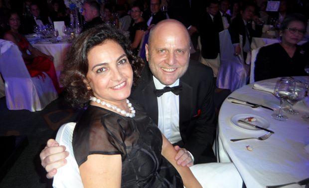 Die Gattin des deutschen Botschafters, Lucia Constantini-Prügel, unterhält sich sehr gut mit GTCC Direktor Dr. Roland Wein.