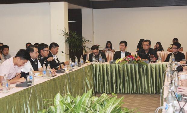 (Von links) Sutham Buakaew und Eakasit Ngampichet.