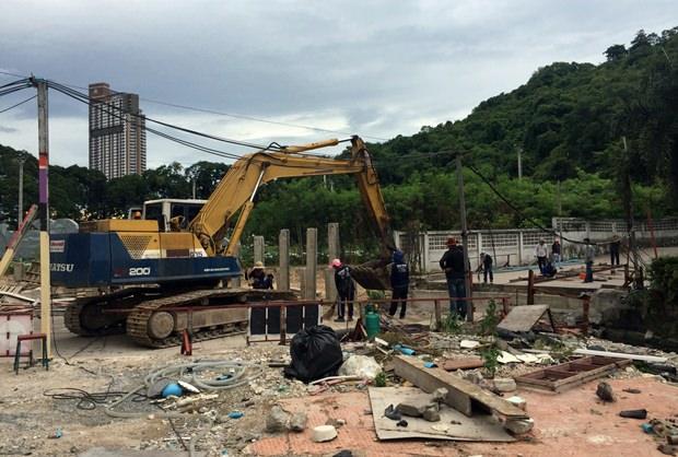 Die Bali Hai Plaza Brücke wurde erfolgreich entfernt.