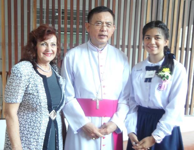 Firmpatin Elfi, Bischof Silvio und Firmling Rita.