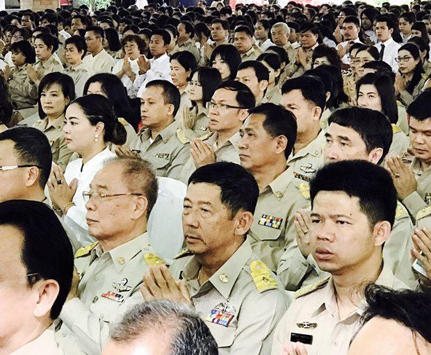 Pattayas Bürgermeister und sein Stadtrat haben den Vorsitz bei Feierlichkeiten in der Cholknayanukul Schule.