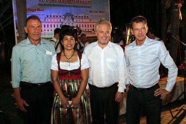 Ein Präsident und zwei Konsuln: (von links) Gottfried Auer mit Gattin Mayuree, Generalkonsul Gerhard Götz mit Gattin Eufrosina und Honorar-Generalkonsul Rudolf Hofer.