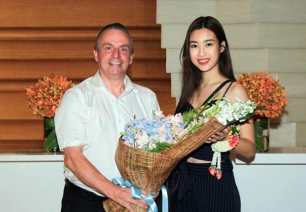 Pierre-Andre Pelletier, der Regional Vizepräsident für Operations – Südthailand, Vietnam und die Maldiven, (links), durfte kürzlich Miss Vietnam 2016, Do My Linh, im Amari Phuket begrüßen.