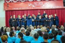 Der Chor bei seinem Auftritt im Pattaya Orphanage.