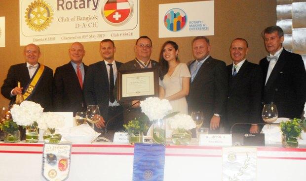 Hier das gesamte Bord des deutschsprachigen Rotary Clubs D.A.CH. mit Präsident Werner Kubesch (4. von links).