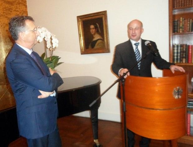 GTCC Präsident Markus Lorenzini bedankt sich beim Botschafter und seinen Mitgliedern.