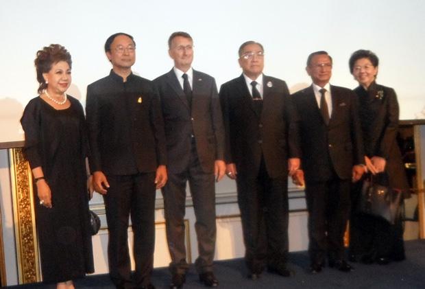 Erinnerungsfoto mit den Ehrengästen.