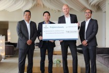 (Von links) Montree Sattham, der Leiter der Personalabteilung des Hotels, Timothy Loke, CEO des Habitat for Humanity Thailand, Rudolf Troestler, Generalmanager des Hilton Pattaya und Ashwin Bhat, Leiter für Gschäftsentwicklung des Hotels.