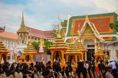 Viele waren an der Königlichen Ausstellung interessiert.