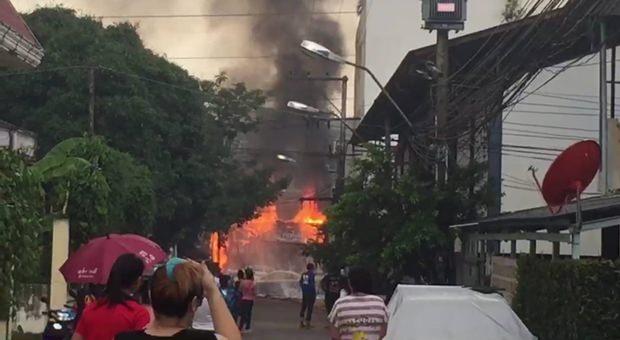 Feuer zerstört Elektrokabel in der Soi Sukumvit 73.