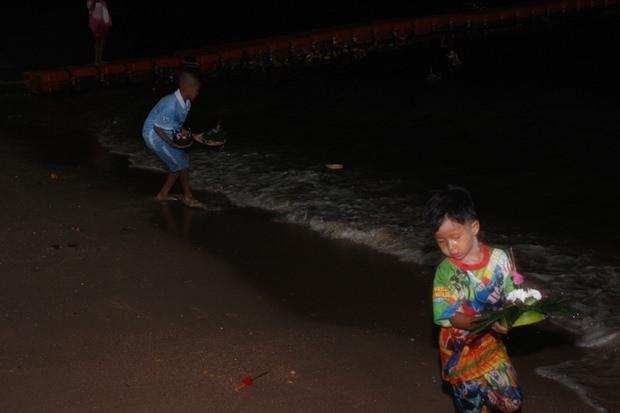 Kinder genießen das Loy Kratong Fest besonders.
