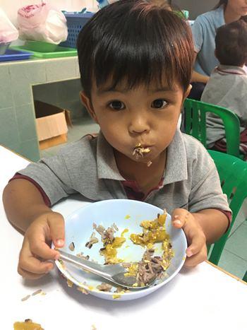Die Father Ray Foundation muss 850 hungrige Mäuler stopfen – jeden Tag - und benötigt dafür immer wieder Spenden.