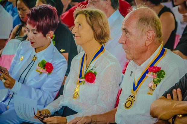 Dr. Margret und Dr. Otmar Deter, die Hauptsponsoren mit Rotarierin Maneeya               Engelking.
