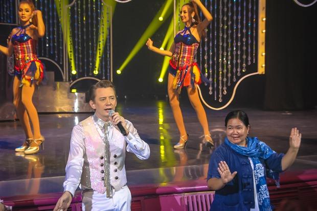 Jonas Anderson und Piengta gemeinsam auf der Bühne.