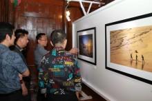 Eakasit Ngampichet, PBTA Präsident und Stadtrat Sinchai Wattanasartsathorn nahmen an der Ausstellung ebenfalls teil.