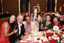 L-R (Von links) Maurice Roberts, Peter Malhotra, Noi Emmerson, Nittaya Patimasongkroh, und Sopin Thappajug beim gemeinsamen Fototermin.