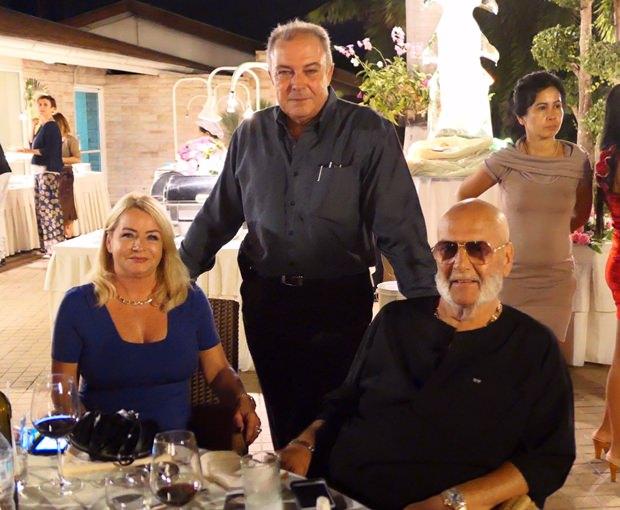 Generalmanager Rene Pisters (stehend) mit langjährigen Gästen.