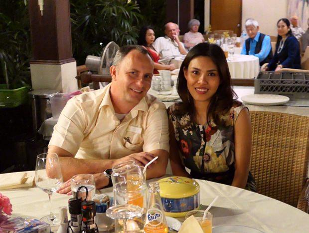 Hotelmanger Daniel Becker mit seiner hübschen Gattin.