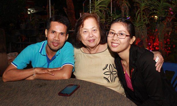 Khun Pa Paen begrüßte Angestellte der Pattaya Mail.