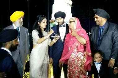 Kulwinder und Kulsaran Palasing, Exekutives der Stylo Group bei der Hochzeit ihrer Tochter.