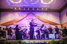 Maestro Tasana Nagavajara mit seinem Orchester.