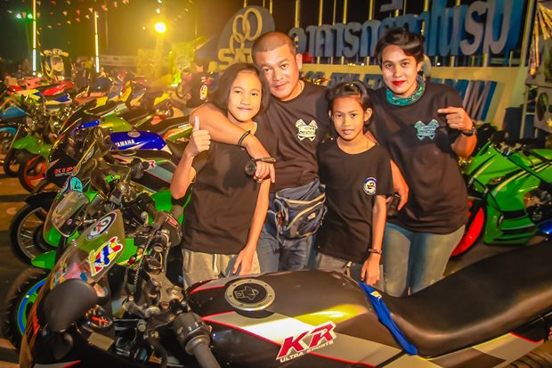 Die 2T Burapa Thailand Familie.