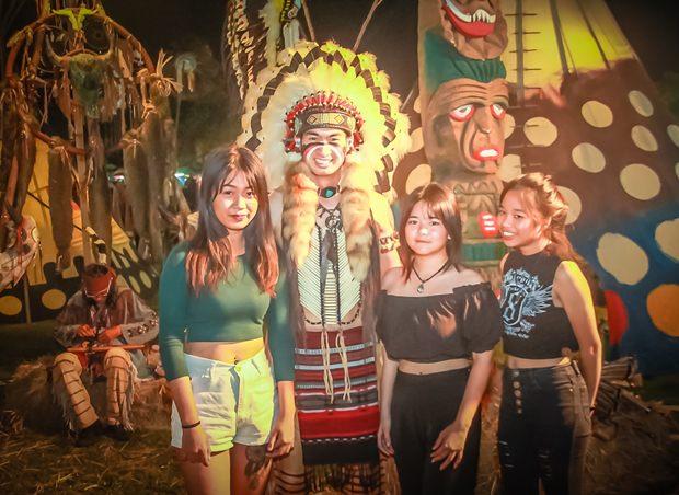 Indianer hießen die Gäste willkommen.