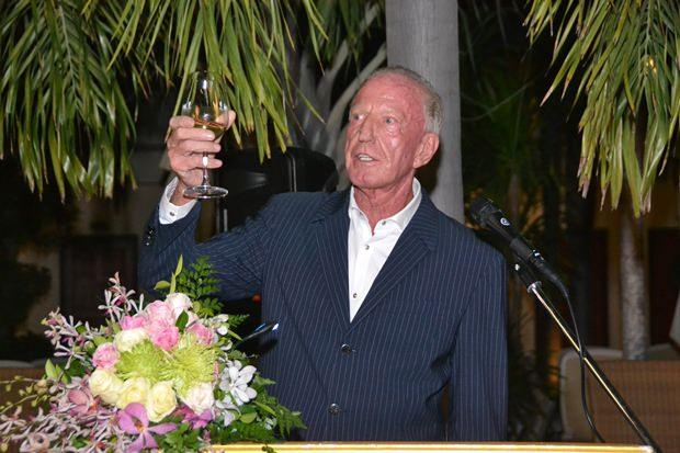 Gerrit Niehaus bedankt sich bei seinen Gästen für die guten Wünsche.