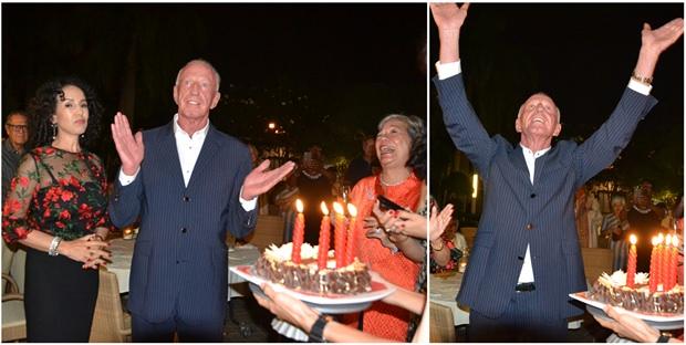 Gerrit Niehaus bedankt sich bei allen mit einer überschwenglichen Geste und applaudiert seinen Freunden.