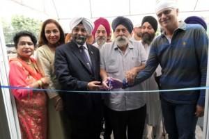 Dr. Kamal (3. von links) bei der Eröffnung des Centers im Kreise seiner indischen Freunde.