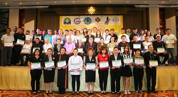 Vize-Bürgermeister Vichien Pongpanit hatte den Vorsitz bei der Zertifikat Verteilung.