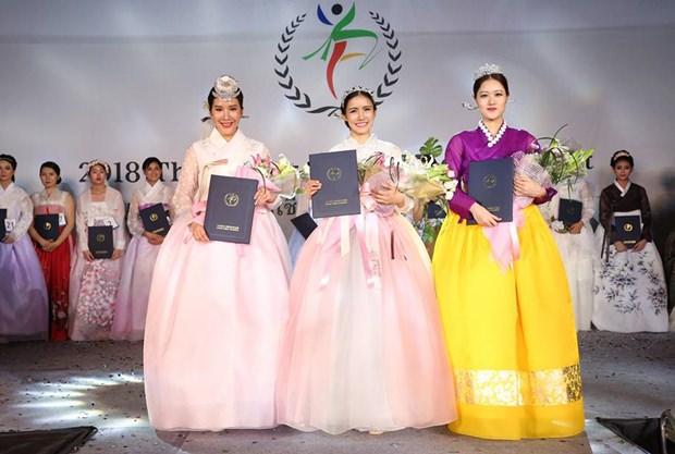 Die drei Siegerinnen: Nopawan Chamnanchaing (rechts), Patpicha Jirachaitak (links) und Ratchaneekorn Pornsawang.