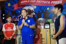 Samart Thongrod, der Präsident der Pattaya Pressevereinigung, bei seiner Eröffnungsansprache.