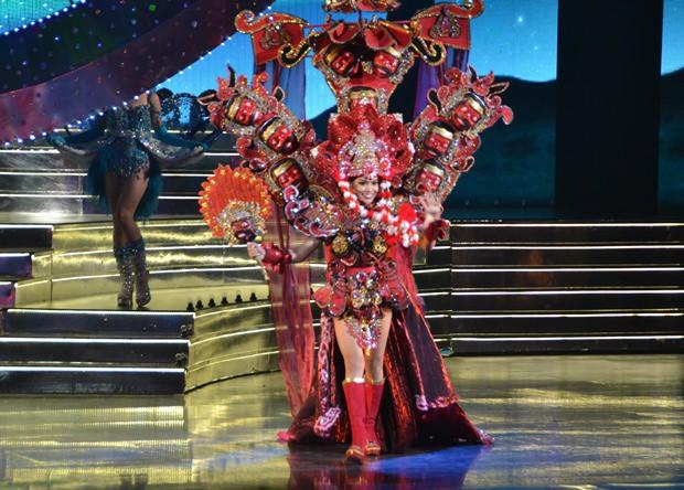 Die Indonesierin Dinda Syarif gewann den Preis füe das schönste Nationalkostüm.