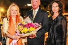 Die Österreichische Botschafterin, Ihre Exzellenz Dr. Eva Hager (2. Von links) wird von Gerrit und Anselma Niehaus (beide rechts von ihr) und Rudolf Hofer im Thai Garden Resort begrüßt.